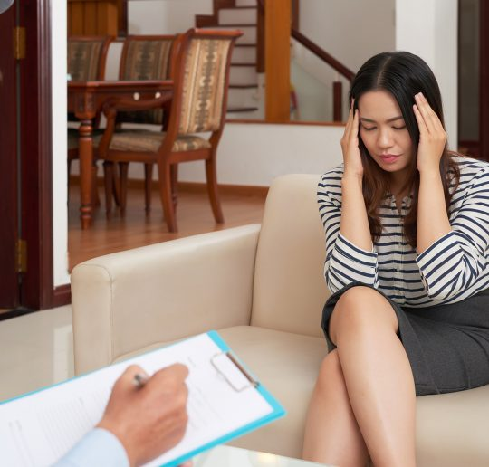 woman-at-psychological-therapy-session-LNRTBLL
